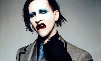 La Vidéo du Jour #12/02/13:Marylin Manson fait un malaise en plein concert!