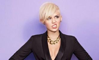 Miley Cyrus:Couvrez ce sein que je ne saurais voir!