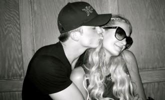 Paris Hilton:Un mec en béquille pour son anniversaire!