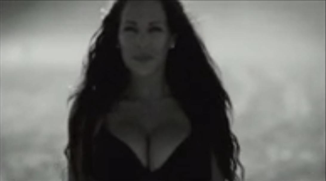 Kim sort un clip très hot