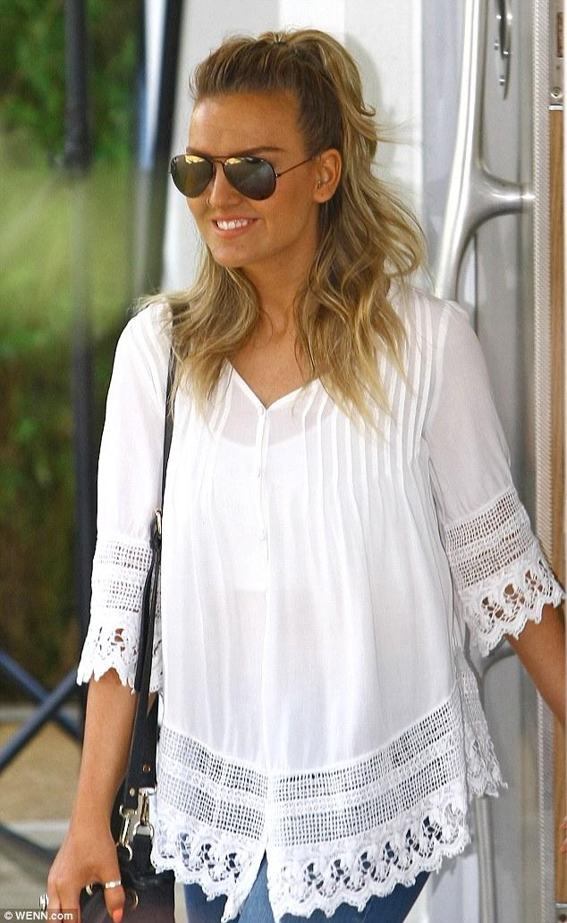 One Direction –  Perrie Edwards : la fiancée de Zayn Malik affiche un large sourire après l'annonce du chanteur