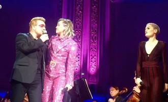 Miley Cyrus complètement perdue sur scène lors d'un duo avec U2