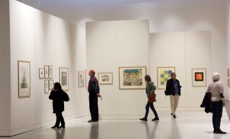 Les visiteurs d'un musée piégés par deux ados