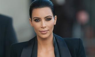 Kim Kardashian montre ses fesses… encore une fois!