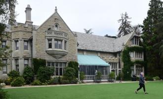 Hugh Hefner:La Playboy Mansion déjà vendue!