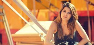 Karine Ferri se dévoile en bikini sur Instagram