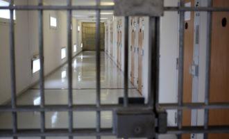 Un détenu cache dans sa cellule… une piscine gonflable!