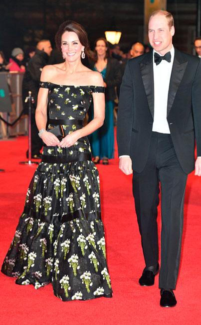 Kate Middleton épaules dénudées ! L'épouse du prince William fait sensation
