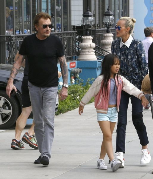 Johnny Hallyday atteint d'un cancer : Auprès de sa famille, il retrouve le sourire