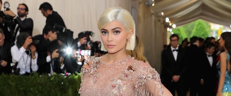Kylie Jenner devient blonde pour le Met Gala 2017, elle est super sexy !