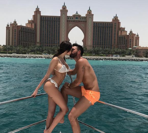 Nabilla Benattia poste une photo de ses vacances à Dubaï qui choque les internaute, elle réagit !