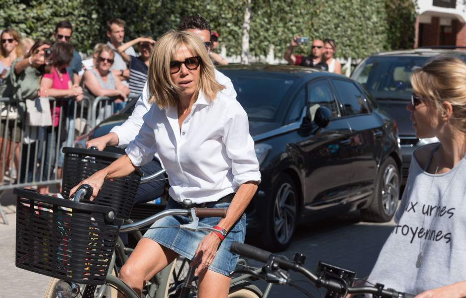 Brigitte Macron choque en mini jupe !