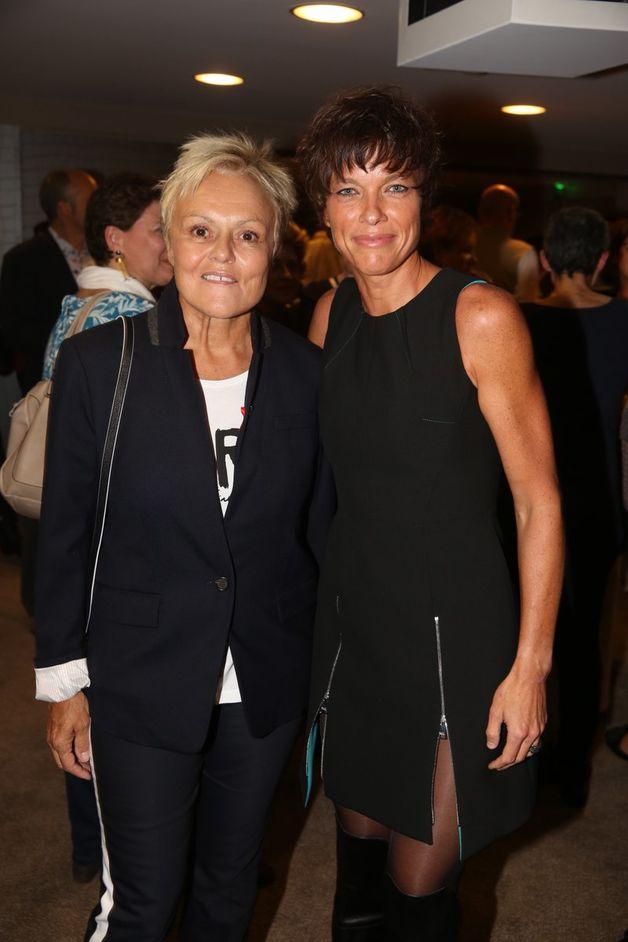 Muriel Robin s'offre une rare sortie avec sa compagne Anne le Nen