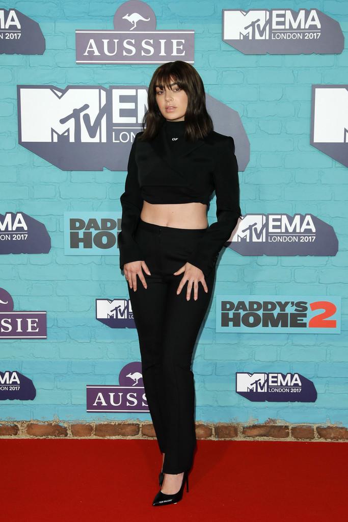 Charli+XCX+MTV+EMAs+2017+Red+Carpet+Arrivals+_bW1LswLUwHx