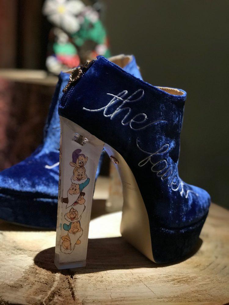 Il nous les faut! Ces chaussures inspirées de Blanche-Neige vont vous rendre folle