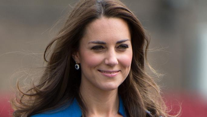 kate middleton la duchesse fait don de ses cheveux. Black Bedroom Furniture Sets. Home Design Ideas