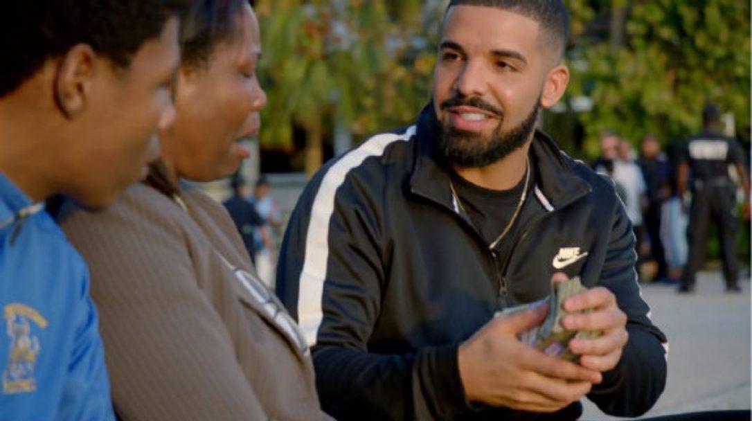 Drake distribue 1 million de dollars à des figurants pas comme les autres
