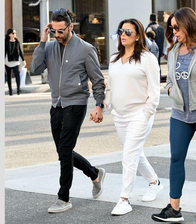 Eva Longoria : Sans complexe, elle montre son baby bump