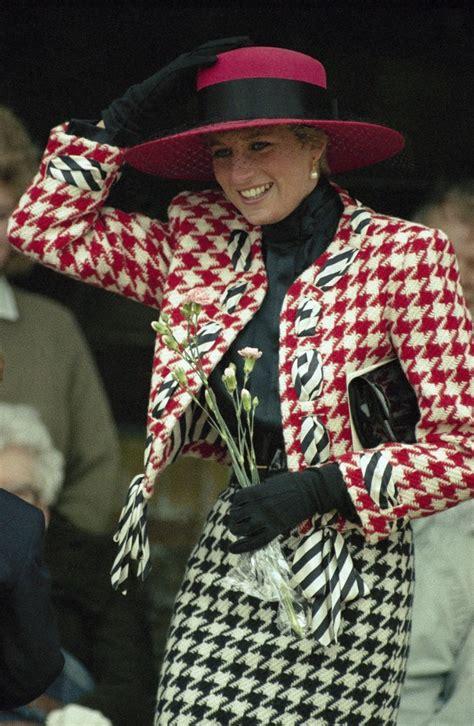 Kate Middleton copie le look de Lady Di lors de sa visite en Suède !