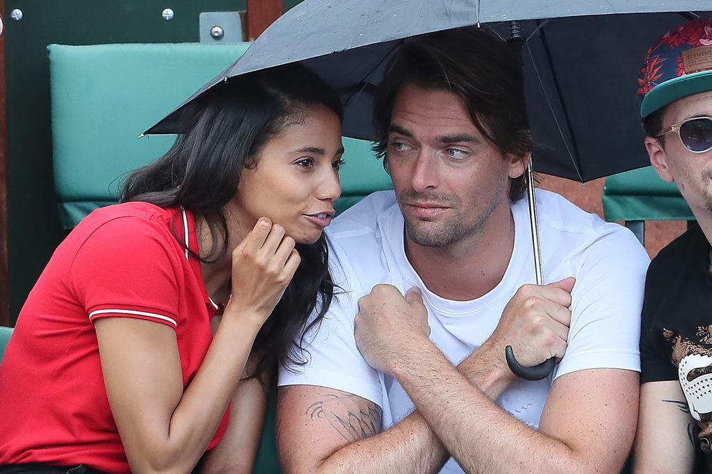 """Camille Lacourt et Hajiba Fahmy très complices: Le couple de """"Danse avec les stars"""" se retrouve à Roland Garros"""