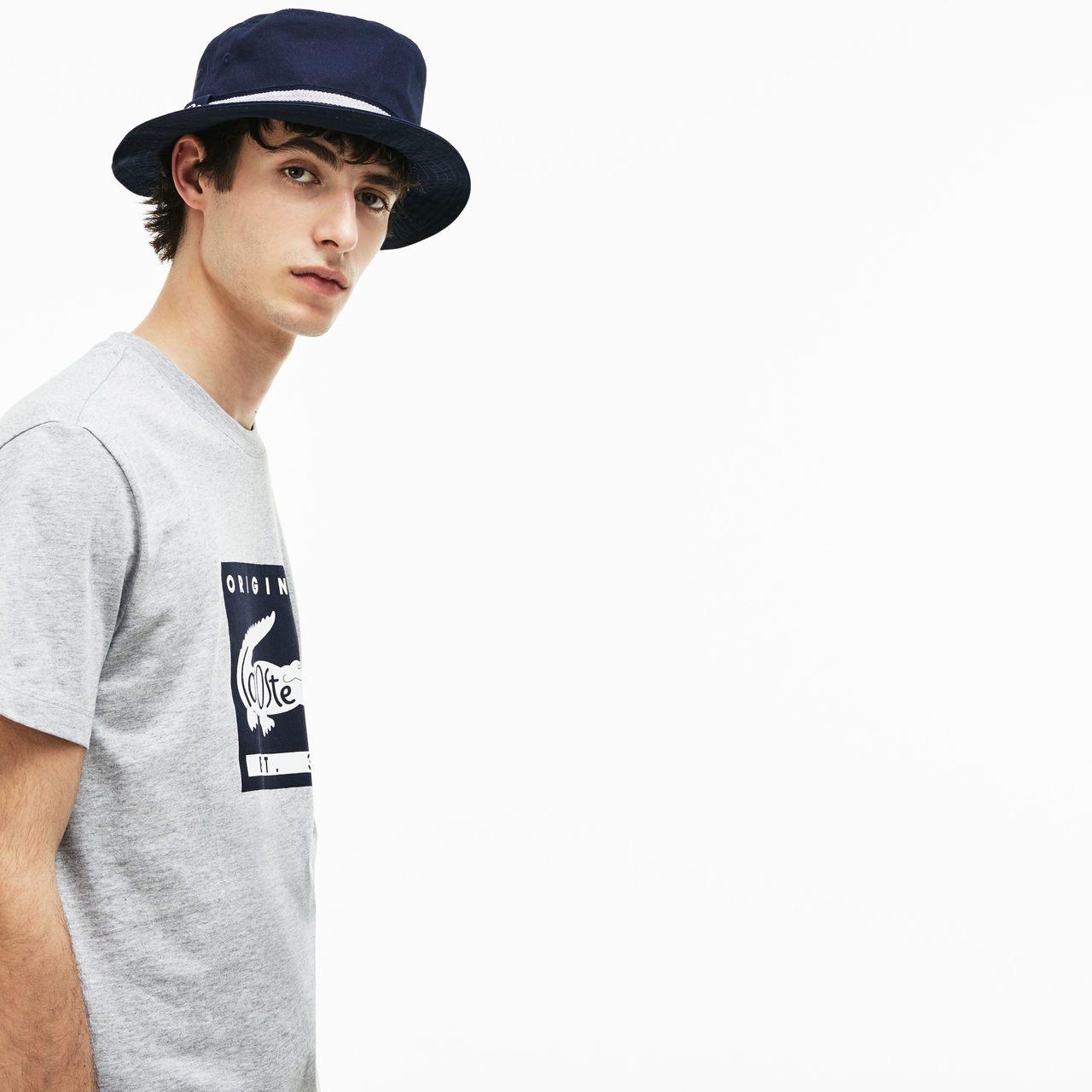 Pour JEUNE Garçon: BOB pour l'été Lacoste, chic et tendance chez les hommes comme chez les jeunes. Pratique, protège du soleil et s'accorde parfaitement avec t-shirts, chemises, bermuda, etc  Prix: 35e (au lieu de 50e) -30%