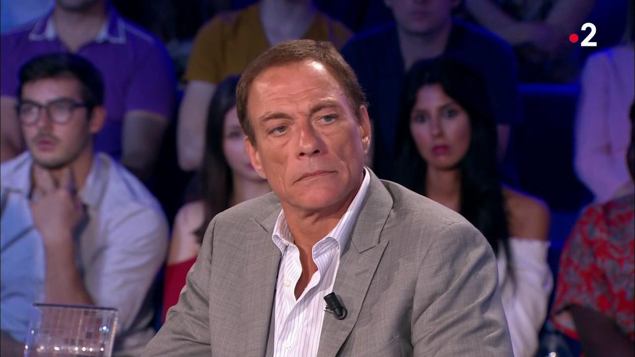 Jean Claude Van Damme Avec Son Chihuahua: Jean-Claude Van Damme Compare Les Homosexuels à Des Chiens