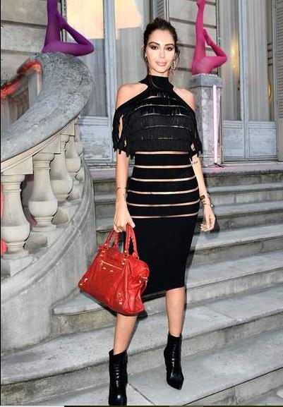 Fashion Week : Nabilla en montre un peu trop !