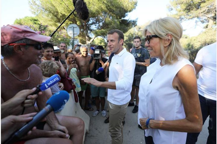 Brigitte Macron en vacances, elle troque les talons pour une tenue décontractée