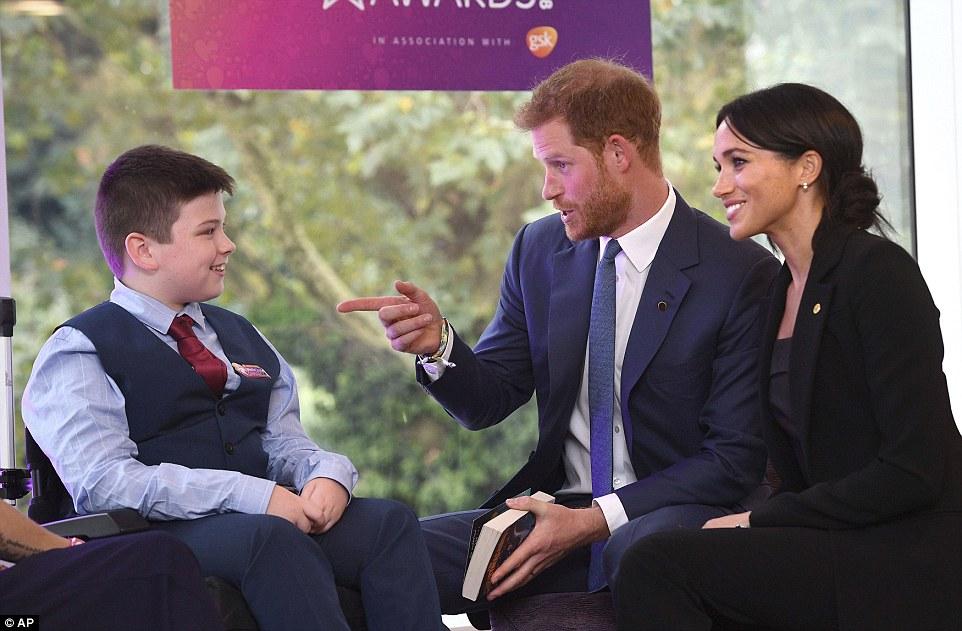 Meghan Markle et le Prince Harry : Le couple se montre très complice et tactile en public