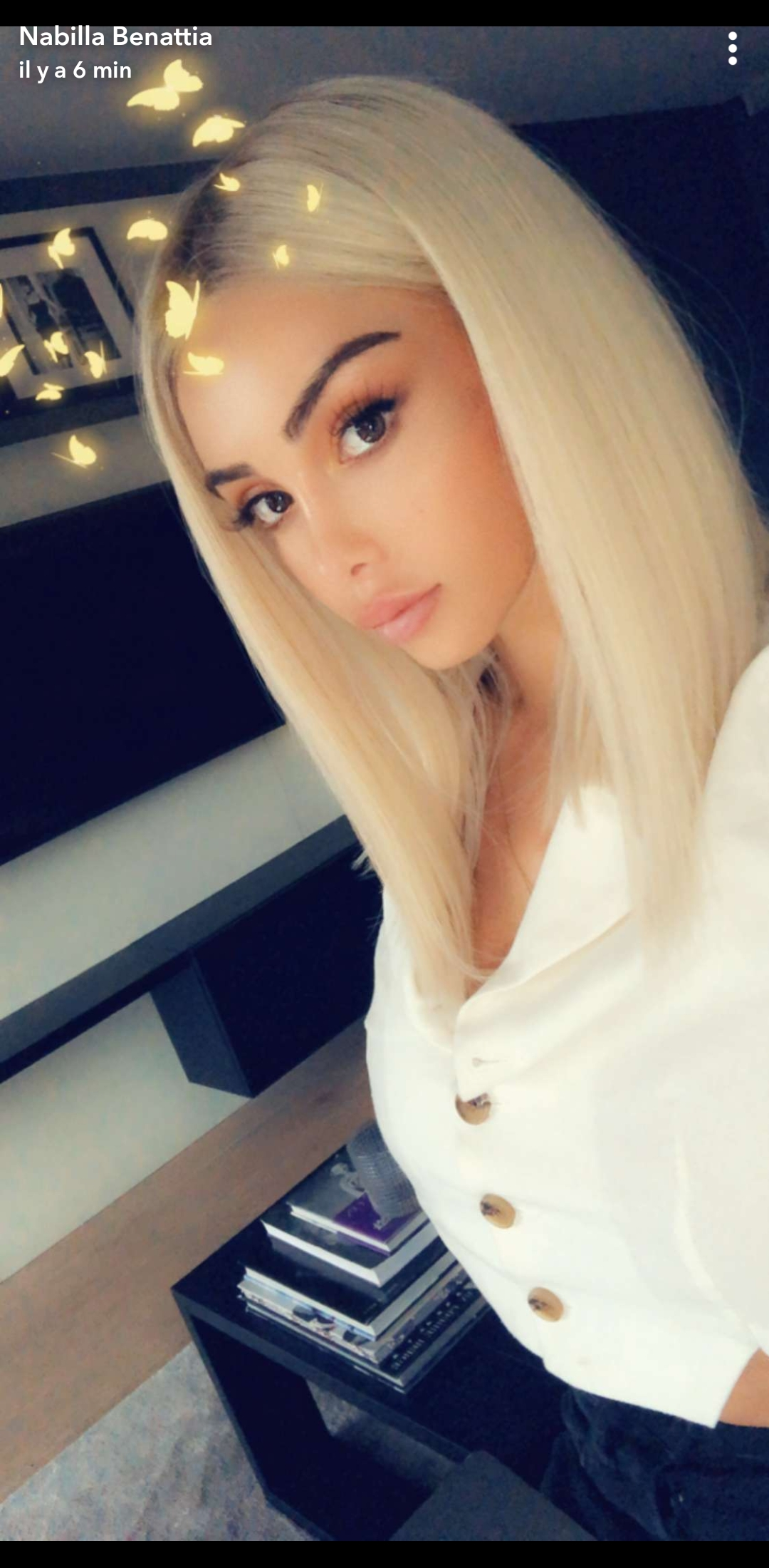 Nabilla Benattia métamorphosée : Elle s'essaie au blond platine !