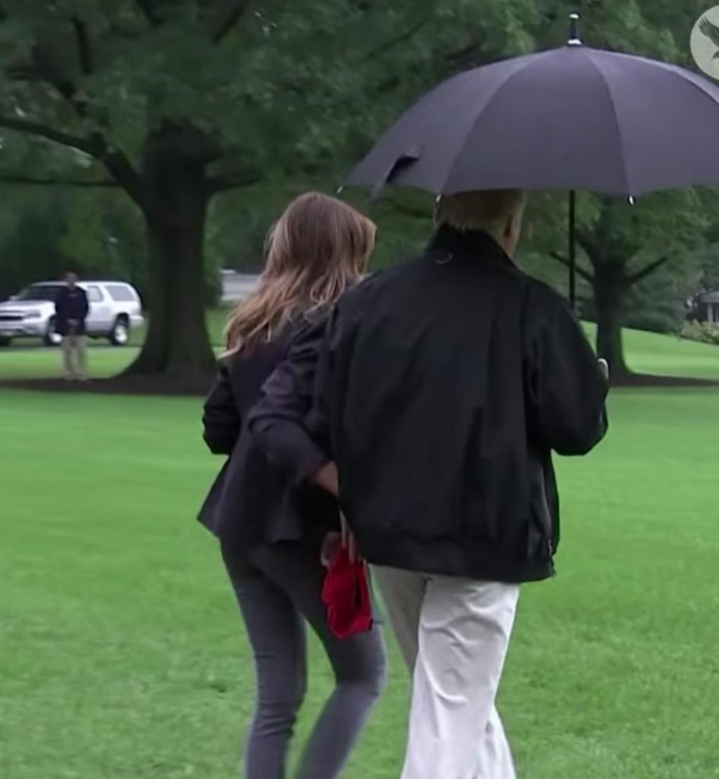 Donald Trump a un sérieux problème de… parapluie !