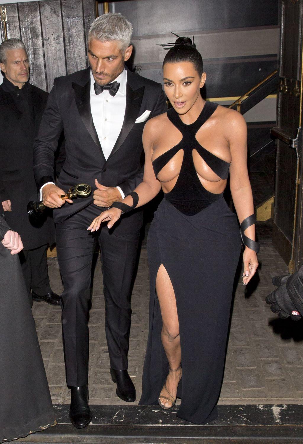 Kim Kardashian s'affiche dans une robe ultra-sexy !