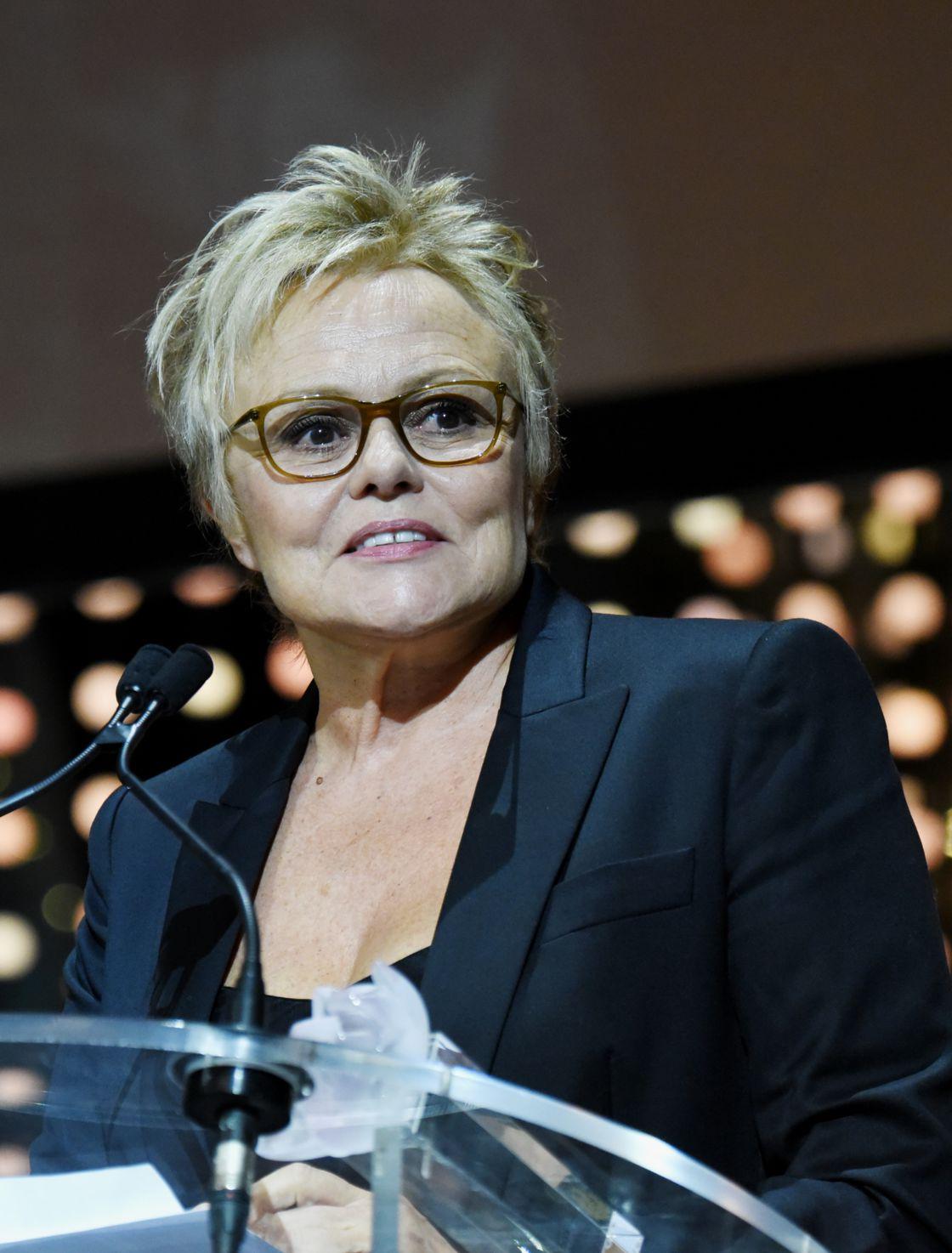 Muriel Robin au bras de sa compagne Anne Le Nen : La comédienne reçoit un prix prestigieux