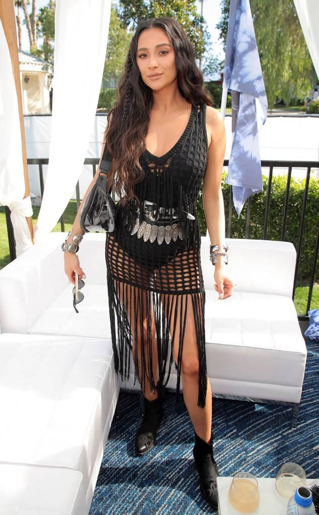 Shay Mitchell : elle ose la robe transparente à Coachella !
