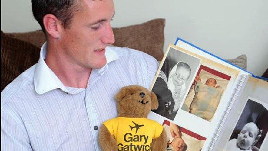 Abandonné dans un aéroport, il retrouve sa famille 33 ans plus tard1