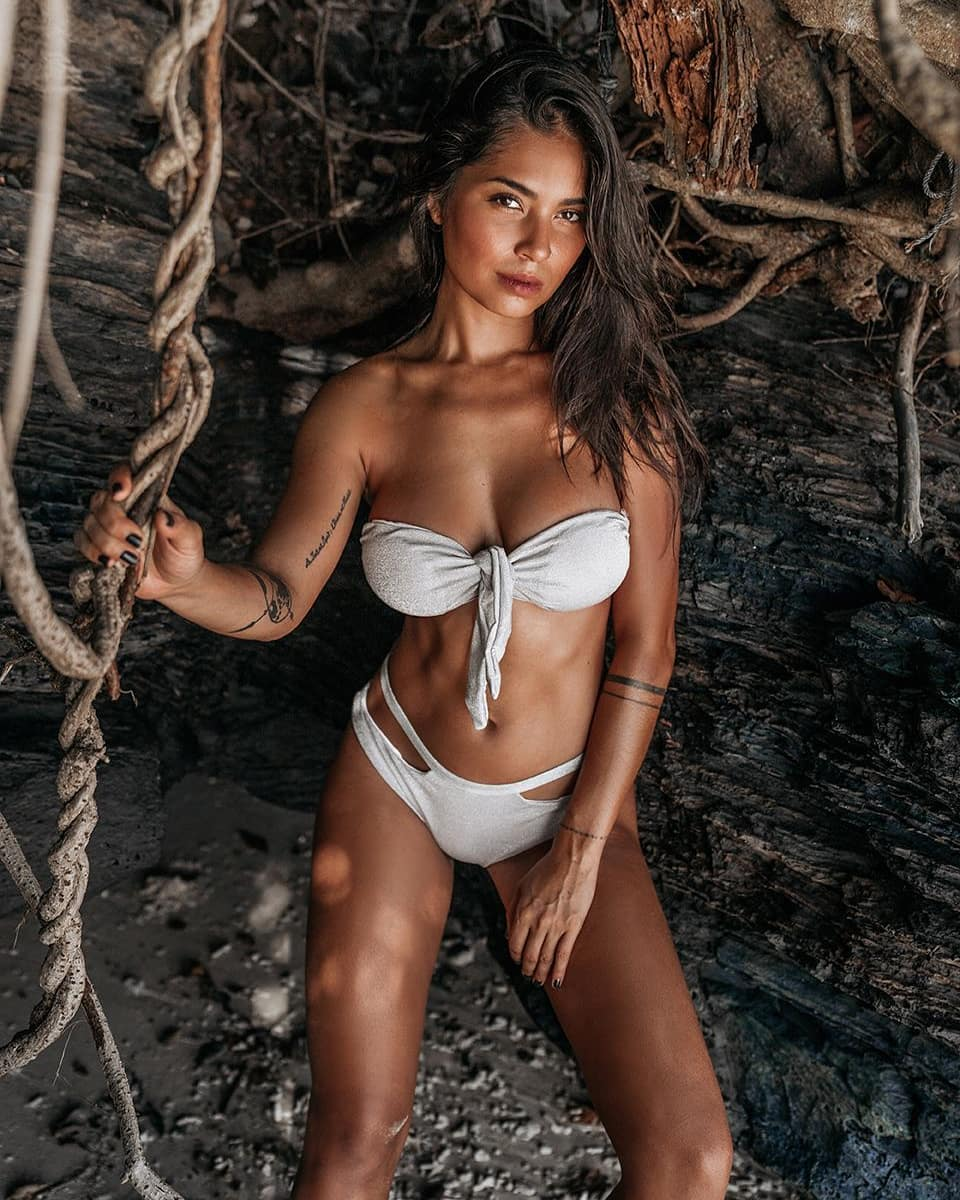 Catalia Rasami (LMvsMonde4) : ses clichés les plus sexy