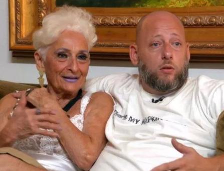 Âgée de 83 ans, elle s'inscrit sur Tinder pour draguer des jeunes hommes2