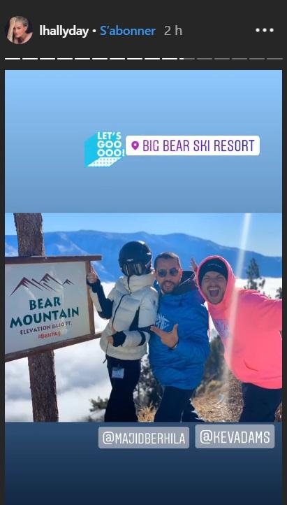 Leaticia Hallyday, Kev Adams et un ami en vacances au ski