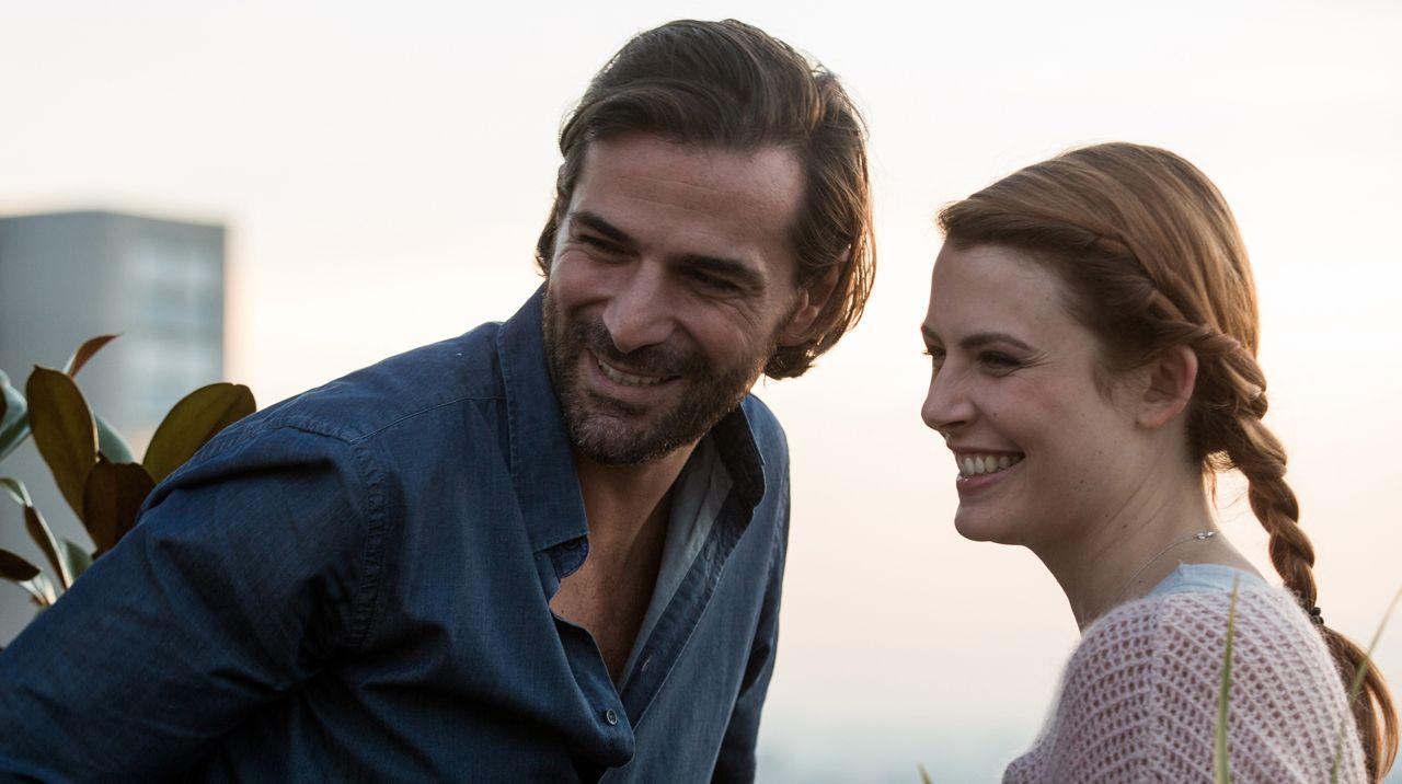 elodie-frege-en-couple-avec-gregory-fitoussi-elle-officialise-leur-relation. et c'est particulièrement romantique !